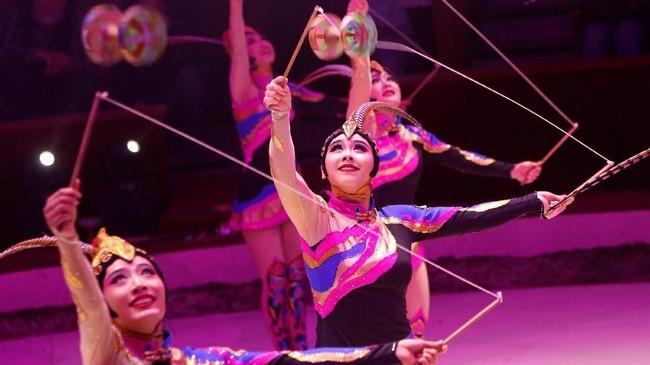 Menurut Eugene Chaplin, sirkus memiliki nilai pertunjukan yang besar. Dan salah satu yang terpenting menurutnya adalah sirkus memiliki sejumlah emosi yang menular ke penonton. (REUTERS/Bernadett Szabo)