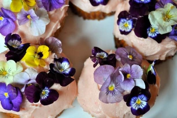 Wah! 9 Makanan Ini Makin Cantik Karena Ditambah Edible Flower