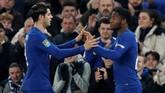 Manajer Chelsea Antonio Conte mengganti Alvaro Morata dengan Michy Batshuayi pada menit ke-87 untuk membuat perubahan di lini depan. Tapi, keputusan itu tidak membuahkan hasil positif. (Reuters/John Sibley)