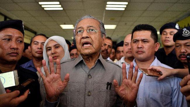 Mahathir Sarankan Pemimpin Hong Kong Mengundurkan Diri