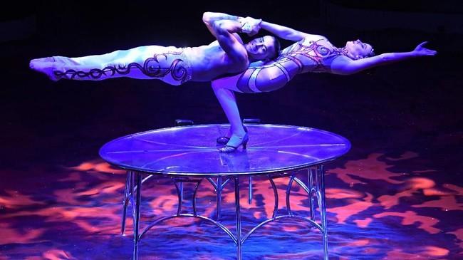 <p>Namun bentuk sirkus modern baru dimulai oleh Philip Astley pada 1742 di Inggris dengan bentyk bentuk amfiteater yang tinggi. (AFP PHOTO / Attila KISBENEDEK)</p>