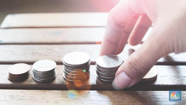 Investasi yang disiapkan ada dua. Investasi jangka pendek untuk liburan dan beli barang dan investasi jangka panjang untuk pensiun.