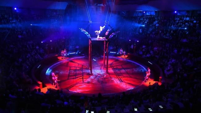 Dalam ajang adu bakat dan penampilan antar grup sirkus dari seluruh dunia itu, putra Charlie Chaplin, Eugene, dipilih menjadi ketua dewan juri. (AFP PHOTO / Attila KISBENEDEK)