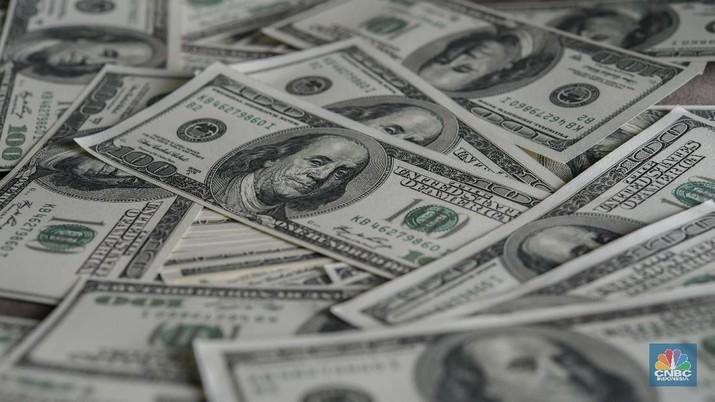 Dolar Kembali Menguat Setelah Merosot Tajam