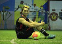 Bukan hanya sepak bola, futsal pun olahraga yang disenangi Irfan. Foto: Instagram/@irfansbaztian15
