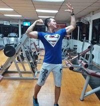 Nampaknya, Irfan sangat rajin menyambangi gym untuk membentuk otot-otot tubuhnya. Foto: Instagram/@irfansbaztian15