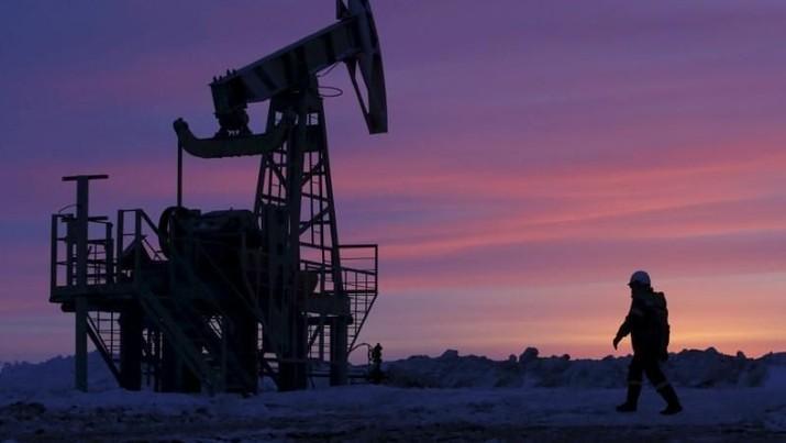 Akibat virus korona, harga minyak anjlok karena pembatasan akses transportasi yang membuat permintaan minyak mentah turun