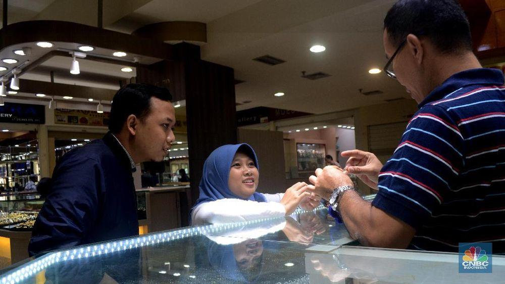 Pusat Perdagangan Emas Cikini Gold Center, merupakan tempat penjualan emas yang bisa dibilang cukup besar di Indonesia.