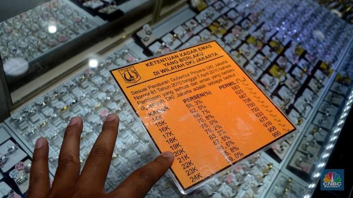 Suasana pasar pusat perhiasan Cikini, Jakarta Pusat