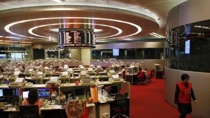 Bursa saham Jepang, Indeks Nikkei 225 yang melemah paling besar sebesar 0,58% ke level 21.676,51 poin.
