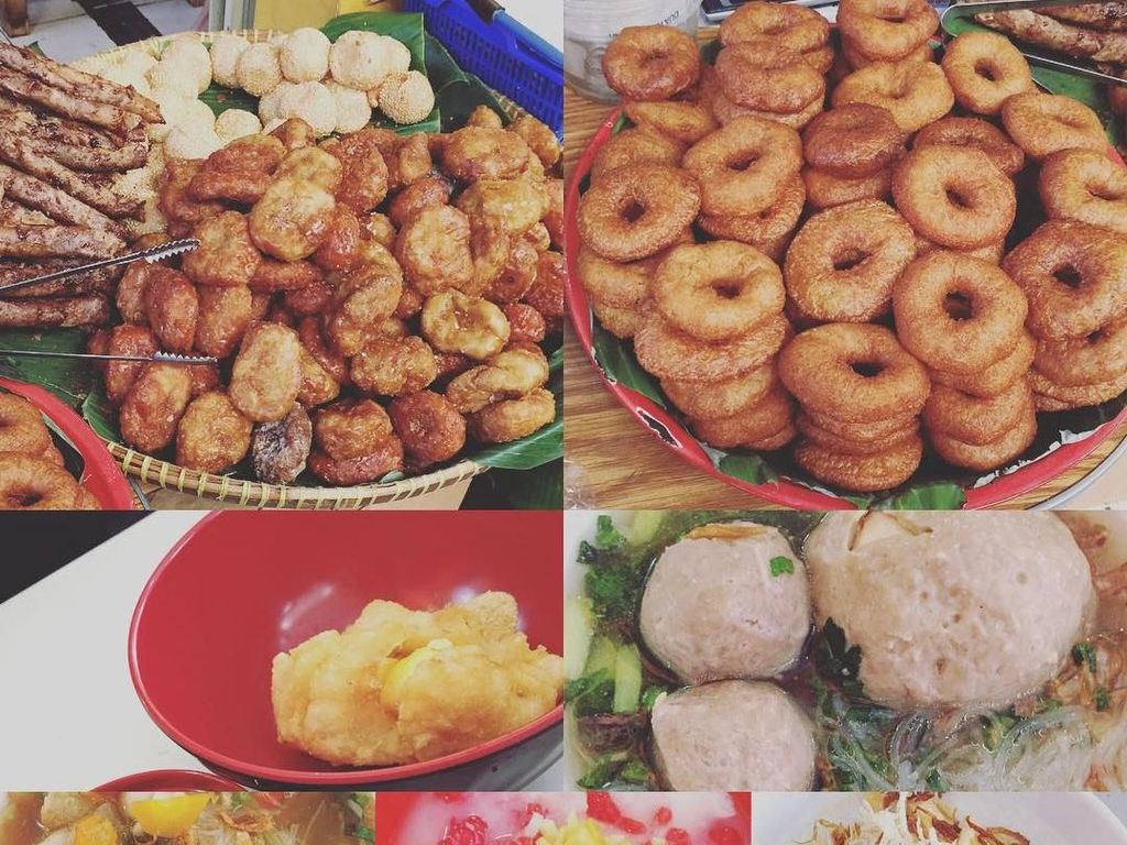Semua ini untuk sarapan, lho. Dari jajanan kue tradisional hingga bakso dan soto mie. Menu saya pagi ini,syurgaaaaaaaaa, tulis Okky dalam laman instagram pribadinya. Foto: Instagram