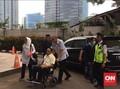 Saat Dokter Bimanesh Dorong Kursi Roda Pengacaranya di KPK