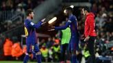 <p>Keunggulan empat gol di babak pertama membuat pelatih Barcelona Ernesto Valverde mengganti Lionel Messi pada menit ke-53 dengan Ousamane Dembele. (REUTERS/Albert Gea)</p>