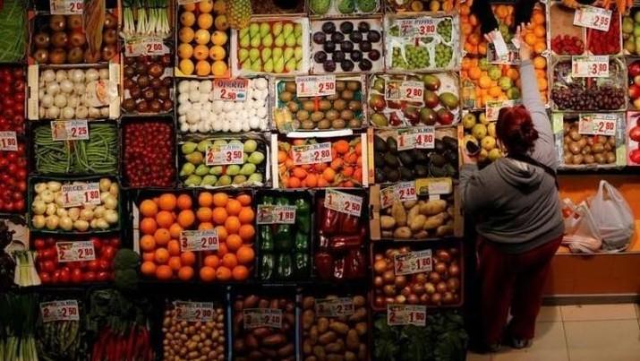 Pemerintah memastikan ketersediaan stok bahan pangan selama Ramadan dan Lebaran terpenuhi.