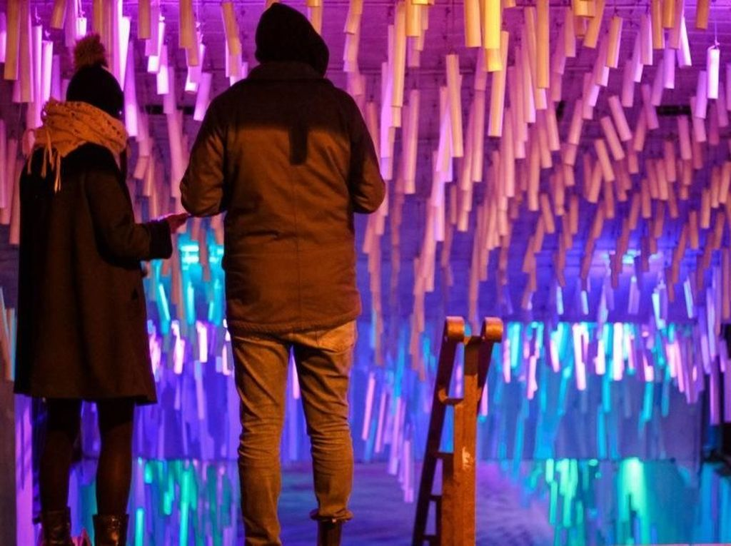 Dengan kombinasi 23 lampu LED di dalam terowongan, gelombang suara itu menyatu menjadi nuansa pertunjukkan yang unik. Istimewa/Inhabitat.