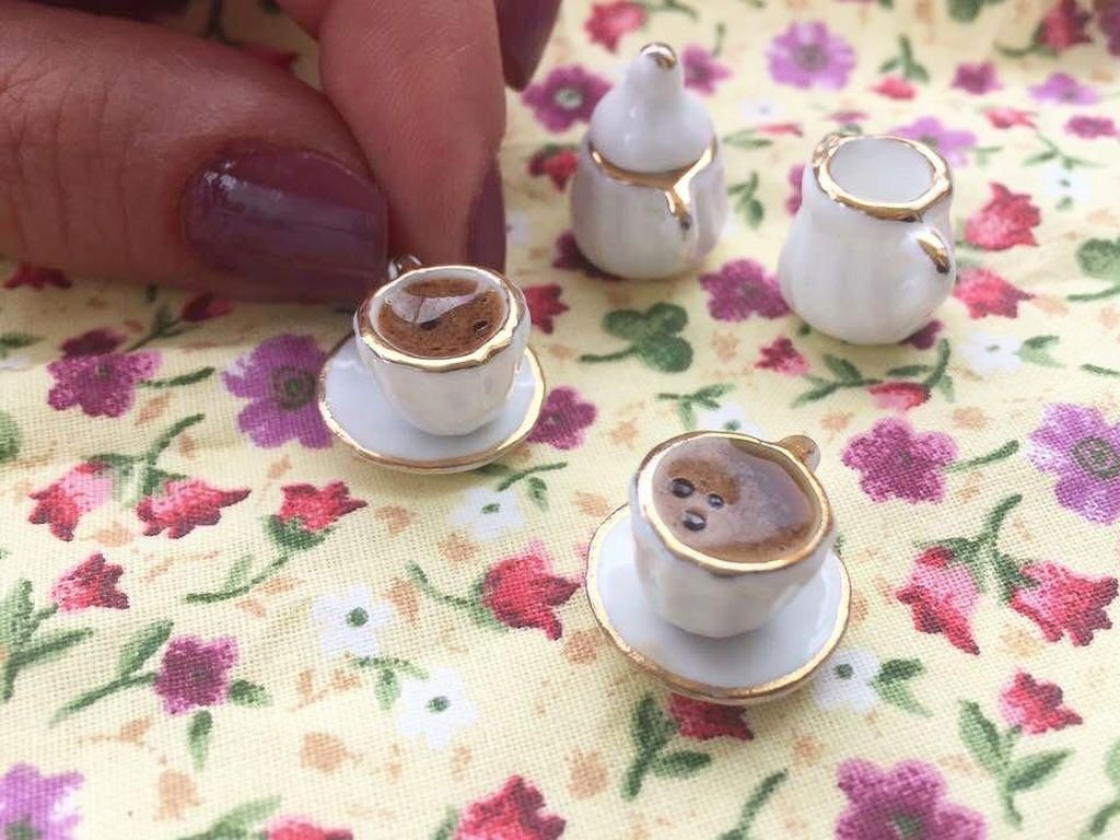 Kopi Turki mini ini menggemaskan! Teko dan cangkirnya yang mini telihat anggun. Foto: Instagram Mini Yemek