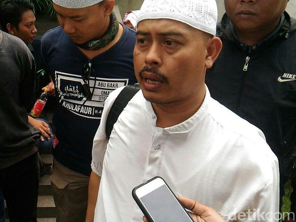 Sedangkan Ketua Presidium Alumni 212 Slamet Maarif membantah ada pengusulan nama ke Gerindra, PKS dan PAN. Menurutnya tidak ada barter politik.