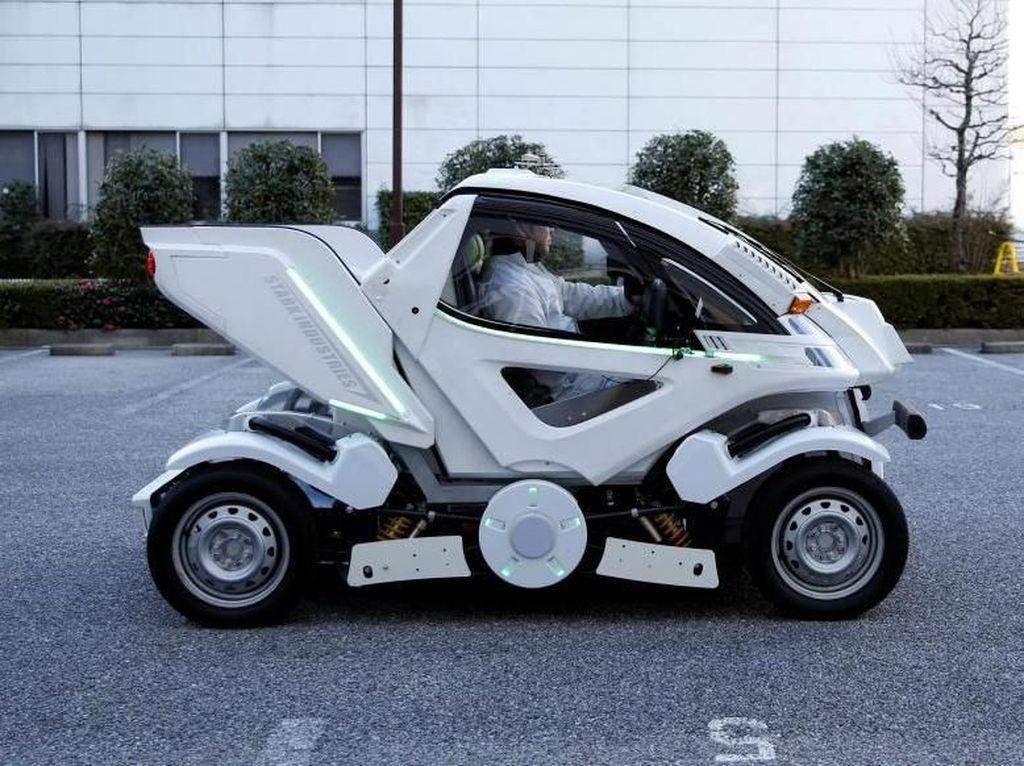 Menggandeng sebuah firma startup yang berbasis di Tokyo, Four Link Systems, ia berharap bahwa mobil rancangannya ini mampu tembus standarisasi dan dapat restu untuk beroperasi dijalanan. Karena, ternyata sudah cukup banyak yang memesan mobil unik ini lho, Otolovers.Foto: Reuters