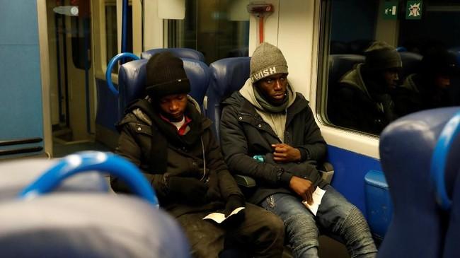 Butuh waktu tiga tahun bagi Abdullhai untuk menembus belantara di kampung halamannya di Afrika hingga bisa sampai di Pegunungan Alpen yang berlapis salju. (Reuters/Siegfried Modola)
