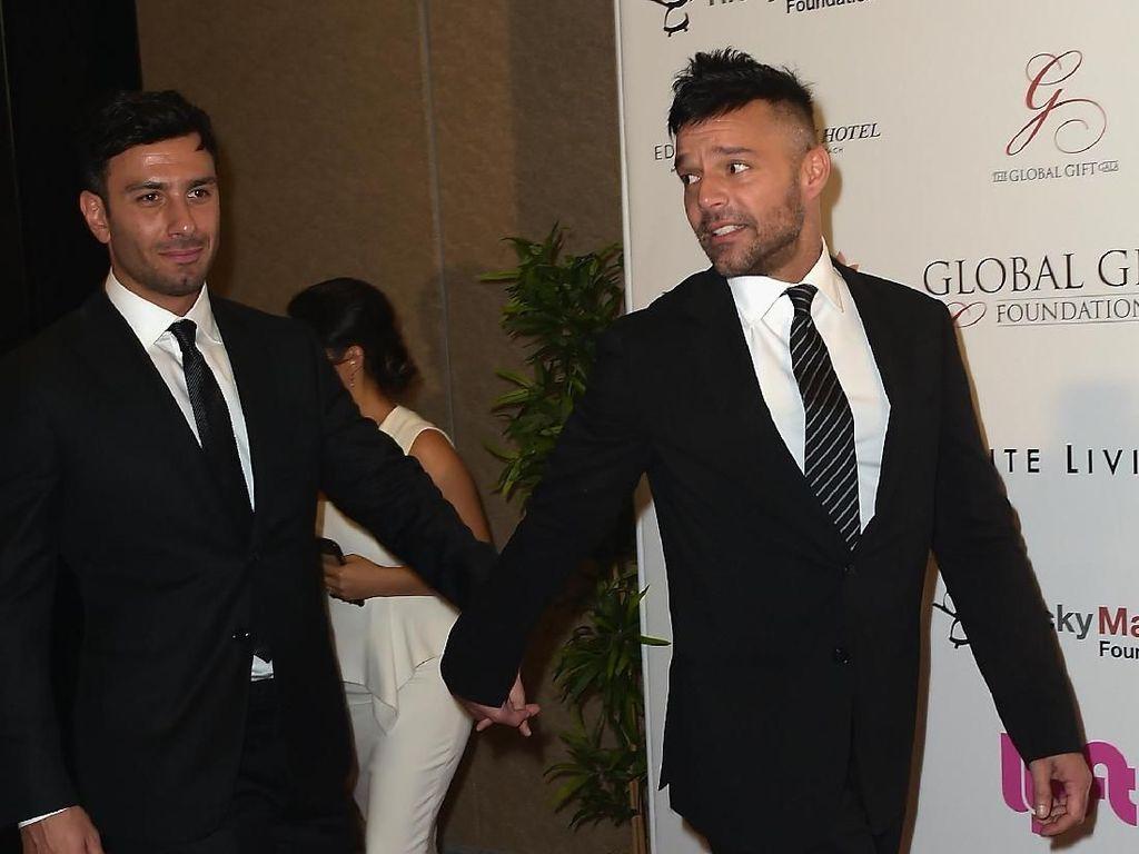 Foto: Kebersamaan Ricky Martin & Kekasih yang Diam-diam Nikah Sesama Jenis