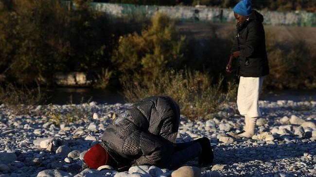 Sementara itu, para imigran lain yang memilih jalur laut mungkin bernasib lebih nahas. Sejumlah lembaga pemantau melaporkan, sekitar 20 ribu imigran tewas saat sedang berupaya mengarungi Laut Mediterania demi mencapai Eropa. (Reuters/Siegfried Modola)