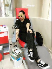 Menurut pendapat ahli, aktivitas mendonorkan darah selain bisa menyelamatkan nyawa orang lain juga bisa membantu kita sendiri membakar sampai 600 kalori. (Foto: Instagram/oq_lukman)