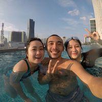 Pemeran utama 'Si Eneng', Jessica Anastasya, sukanya sih berenang bersama sanak saudaranya. (Foto: Instagram/jessicaanastasya20)