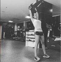 Olahraga yang sering atau biasa dilakukan Kiki adalah nge-gym dan aerobik. Foto: Instagram/@qq_fatmala