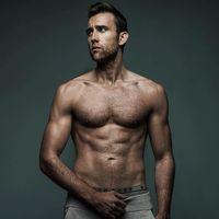 Beranjak dewasa citra diri Matthew berubah. Ia tampil lebih sporty dengan tubuh yang kekar berotot. (Foto: Instagram/mattdavelewis)