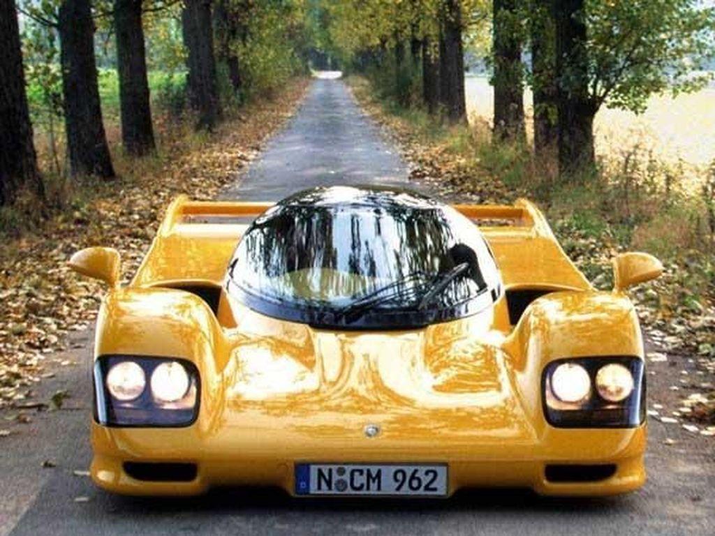 Di usia yang sudah menginjak 71 tahun, Sultan Brunei Hassanal Bolkiah hartanya tercatat lebih dari $20 milliar atau bila dirupiahkan sekitar Rp 265 triliun lebih. Tak sampai disana, dirinya pun tercatat sebagai kolektor mobil terbanyak dan terbesar sepanjang sejarah memiliki ribuan mobil ribuan mobil terbaik dunia. Salah satunyaDauer 962 Le Mans LM.Foto: Pool