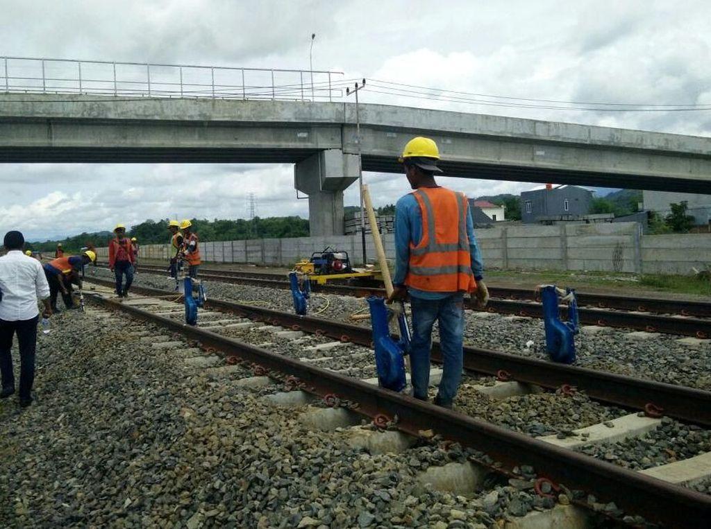 Tahun 2018 ditargetkan 47,65 km selesai dibangun. Ada tambahan 27,45 km. Djoko Setijowarno/Masyarakat Transportasi Indonesia (MTI).