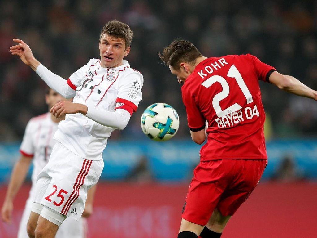 Thomas Mueller jadi tumpuan di lini depan Bayern karena Robert Lewandowski absen pada pertandingan ini. Foto: Wolfgang Rattay/Reuters
