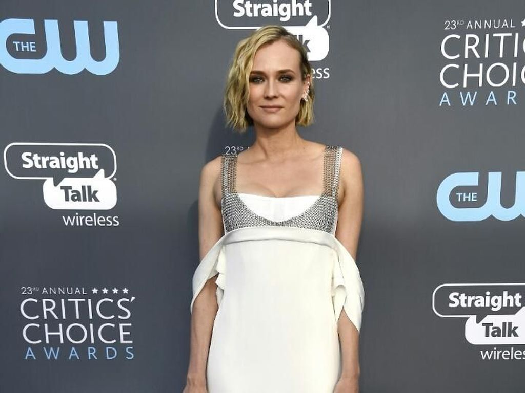 Foto: Gorgeous! 10 Selebriti Berbusana Terbaik di Critics Choice Awards
