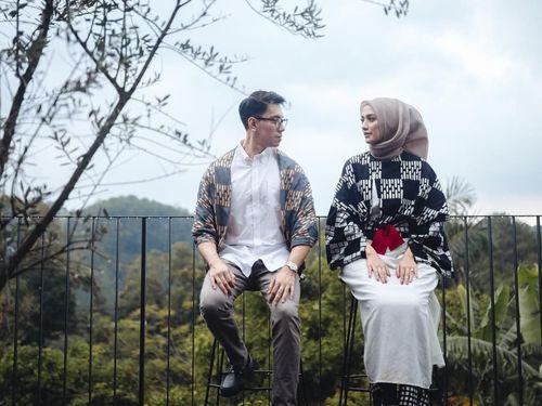 5 Inspirasi Gaya Hijab Simpel untuk Foto Prewedding 1