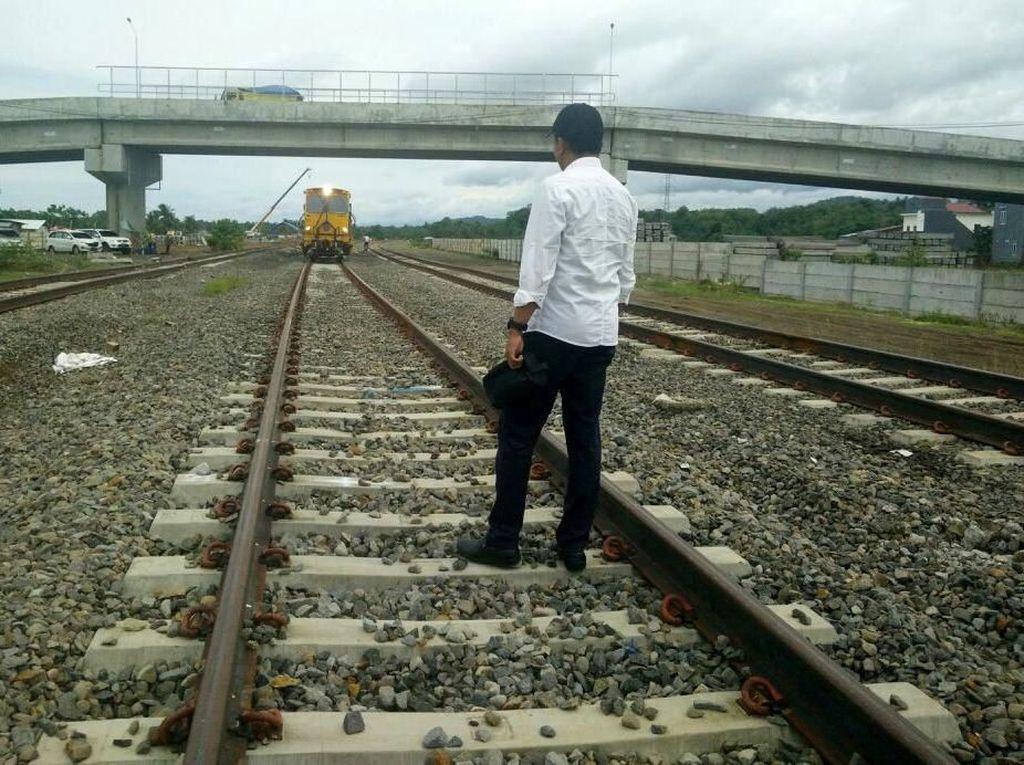 Jalur rel Makassar-Barru-Parepare telah terbangun sepanjang 16,1 km di Kabupaten Barru. Djoko Setijowarno/Masyarakat Transportasi Indonesia (MTI).