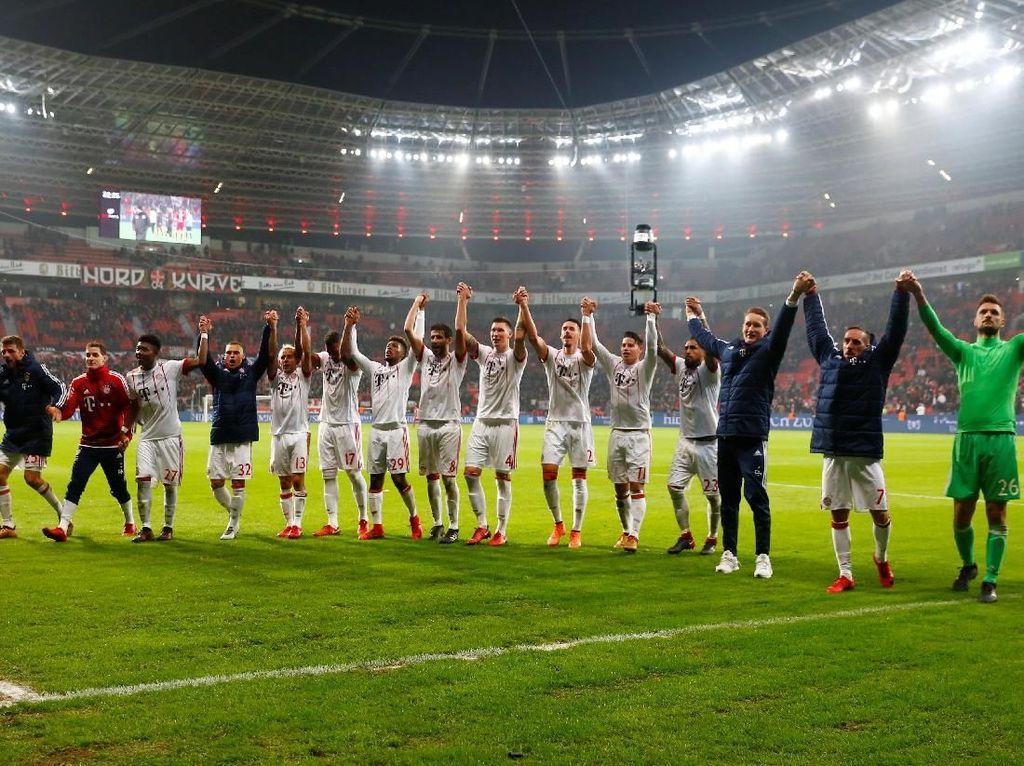 Berkat kemenangan ini, Bayern memuncaki klasemen Bundesliga dengan 44 poin. Mereka unggul 14 poin atas Schalke yang jadi pesaing terdekat. Foto: Wolfgang Rattay/Reuters