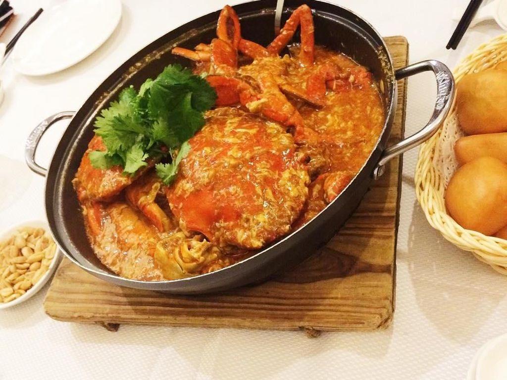 JUMBOS CHILLI CRAB!!! My fav! Finished in a minute hahaa!, tulis akun instagram @yukikt. Ini membuktikan kecintaan Yuki pada hidangan seafood. Foto: Instagram yukikt