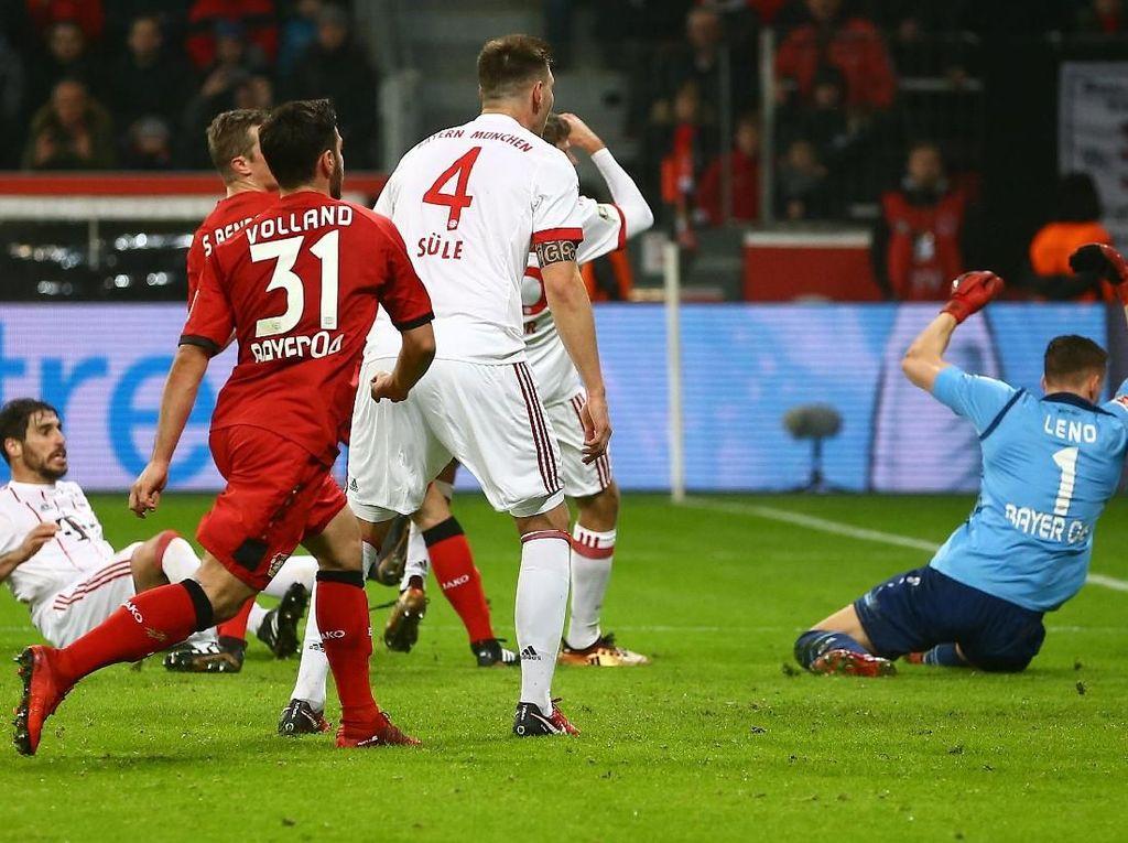 Bayern membuka keunggulannya melalui gol Javi Martinez di babak pertama. Foto: Wolfgang Rattay/Reuters