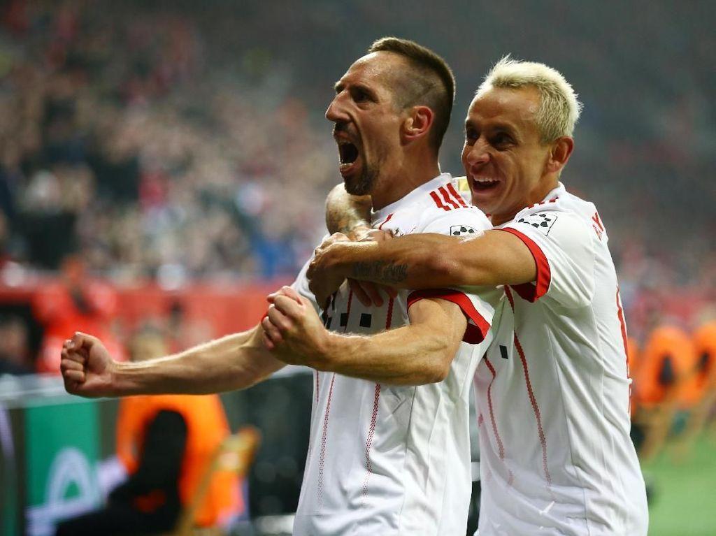 Franck Ribery memperbesar keunggulan Bayern menjadi 2-0 lewat golnya pada babak kedua. Foto: Wolfgang Rattay/Reuters