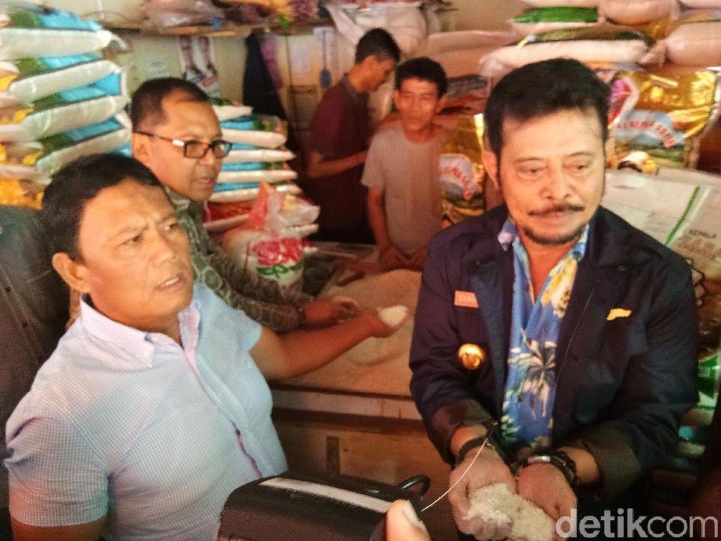Gubernur Sulawesi Selatan Syahrul Yasin Limpo mengecek stok dan harga beras. Dia sidak bersama Dirjen Tanaman Pangan Kementan Sumarjo Gatot Irianto dan Wali Kota Makassar Moh Ramdhan Pomanto.