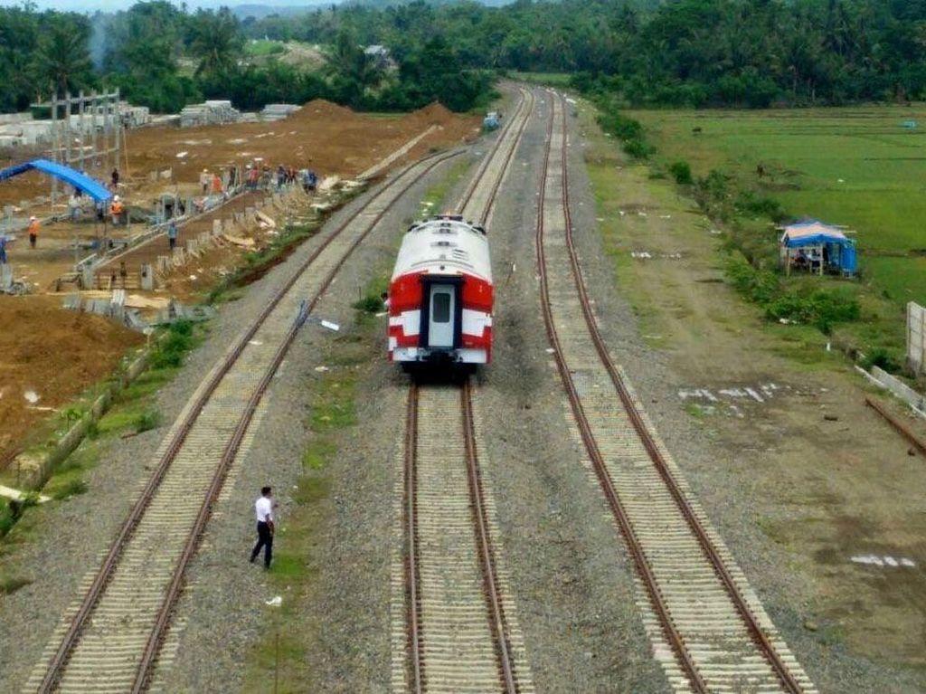 Jalur rel pertama di Pulau Sulawesi ini melewati Kota Makassar, Kabupaten Maris, Kabupaten Pangkajene dan Kepulauan (Pangkep), Kabupaten Barru dan Kota Parepare. Djoko Setijowarno/Masyarakat Transportasi Indonesia (MTI).