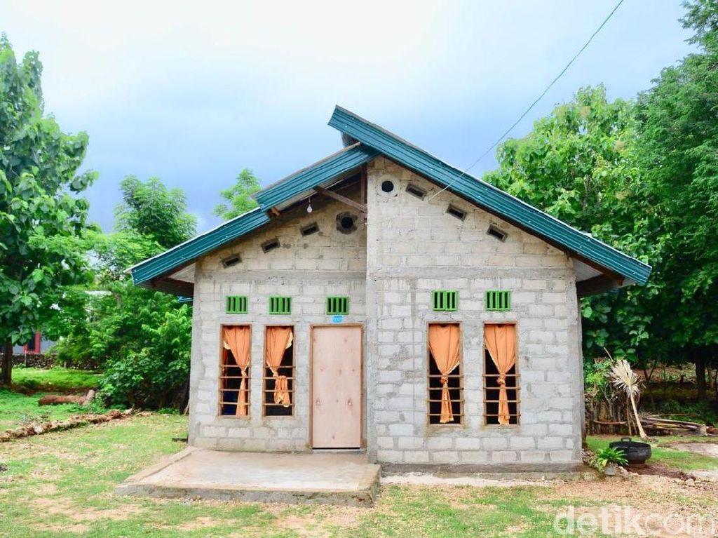 Rumah-rumah ini sebelumnya sudah berdinding bebak (kayu) dengan atap menggunakan daun. Pool/Kementerian PUPR.