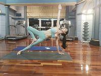 Dibilang gayanya mirip Syahrini, ternyata sosialita cantik, Julita Liesar gemar berolahraga, terutama yoga. Foto: Instagram/@junitaliesar