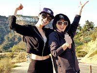 Benar saja, Junita juga kerap berlibur bersama dengan sang Princess Syahrini lho. Mereka berdua terlihat lari bersama di Hollywood. Foto: Instagram/@junitaliesar