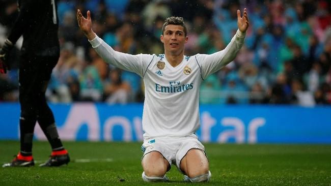 Real Madrid belum menyerah dan berusaha mencetak gol penyeimbang di sisa laga. Tapi, Villarreal mampu bermain disiplin dan membuat para pemain Madrid frustrasi. (REUTERS/Javier Barbancho)
