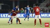 Pemain Timnas Indonesia Osvaldo Haay saat melawan timnas Islandia pada laga persahabatan di Stadion Utama Gelora Bung Karno, Senayan, Minggu (14/1). (CNN Indonesia/Andry Novelino)