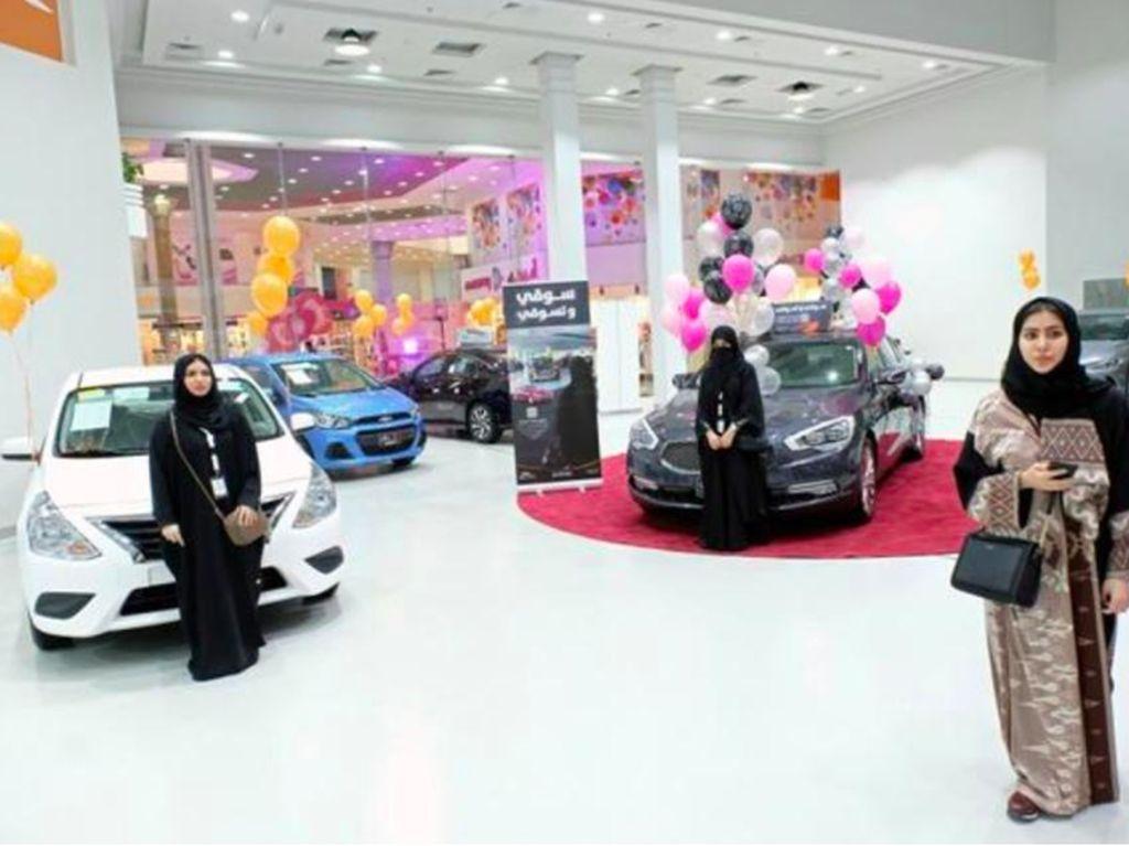 Kaum hawa di Arab baru-baru ini mendapat persetujuan untuk dibolehkan menyetir oleh kerajaan Arab Saudi.Foto: Reuters
