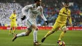 Di babak kedua dominasi permainan masih dipegang Real Madrid. Winger Los Blancos Gareth Bale menjadi salah satu kunci Madrid untuk membongkar pertahanan Villarreal. (REUTERS/Javier Barbancho)