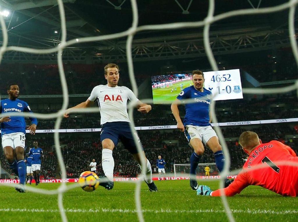 Tottenham Hotspur memetik kemenangan 4-0 saat menjamu Everton di Stadion Wembley, Minggu (14/1/2018) dini hari WIB. Dalam pertandingan itu, Kane mencetak dua gol ke gawang Everton. Foto: Eddie Keogh/Reuters