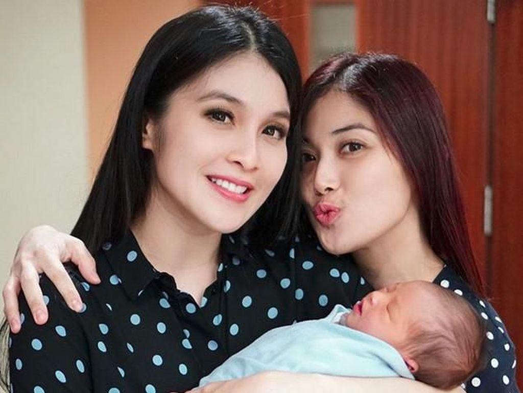 Bahagia banget ya Sandra Dewi. Foto: Sandra Dewi (Instagram)